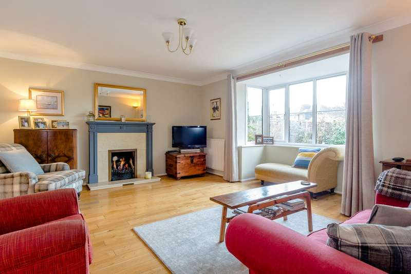 4 Bedrooms Detached House for sale in Old Bath Road, Charvil, Berkshire, RG10