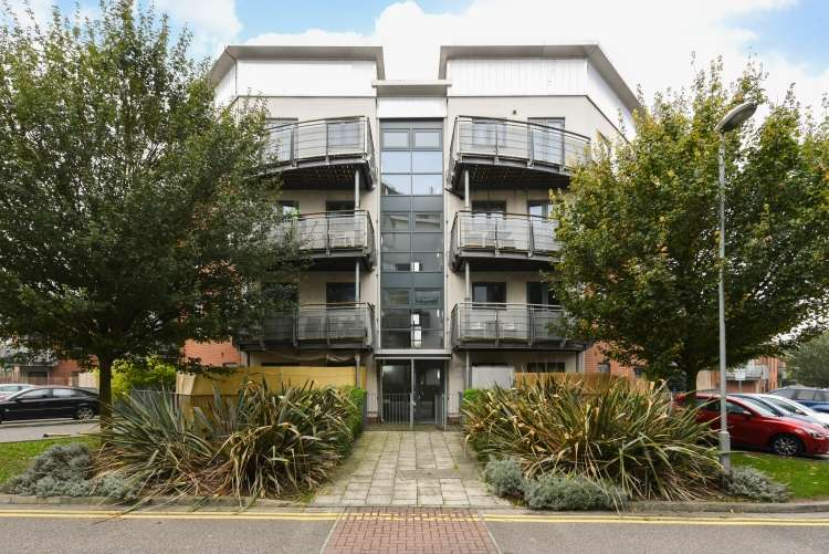 2 Bedrooms Flat for sale in Berber Parade Shooters Hill SE18