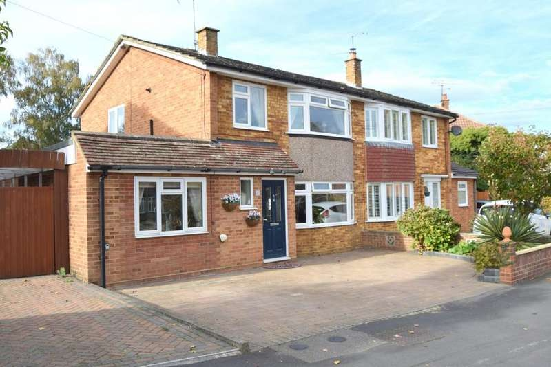 4 Bedrooms Semi Detached House for sale in Blunden Road, Farnborough