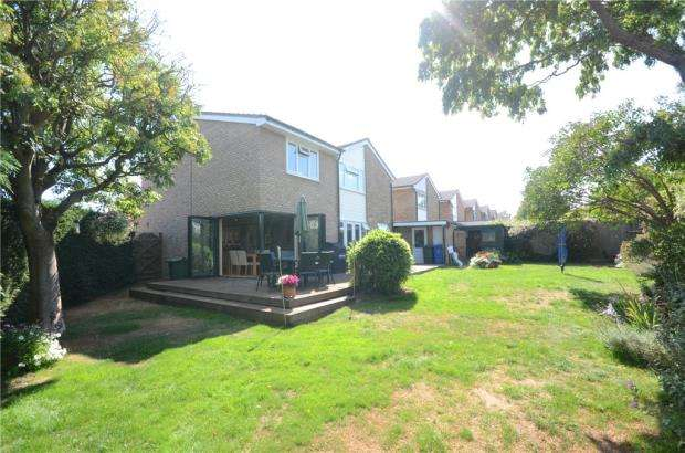 4 Bedrooms Link Detached House for sale in Aldebury Road, Maidenhead, Berkshire