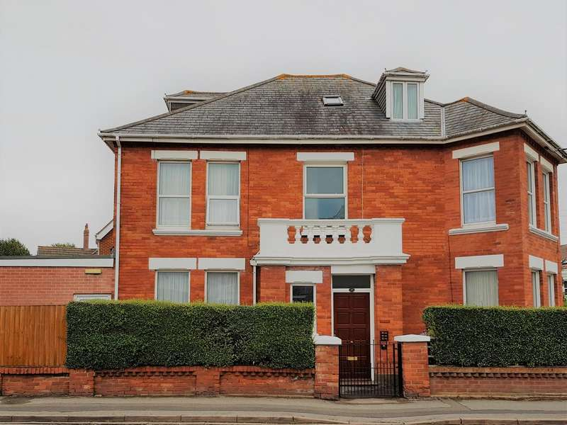 7 Bedrooms House