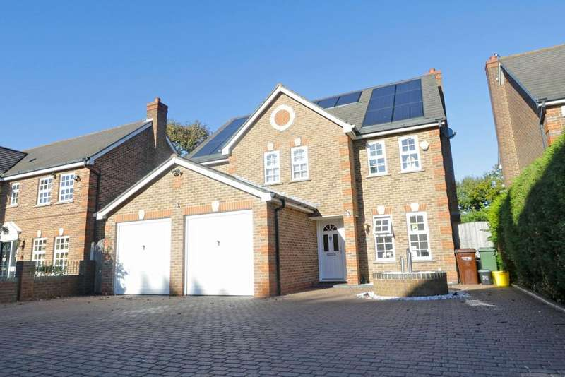 5 Bedrooms Detached House for sale in Five Oaks, Thundersley SS7