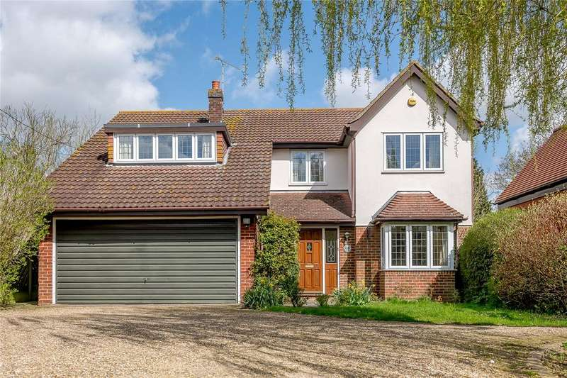 4 Bedrooms Detached House for sale in Woodhill Road, Sandon, Chelmsford