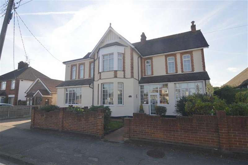 5 Bedrooms Detached House for sale in Lampits Hill, Corringham, Essex