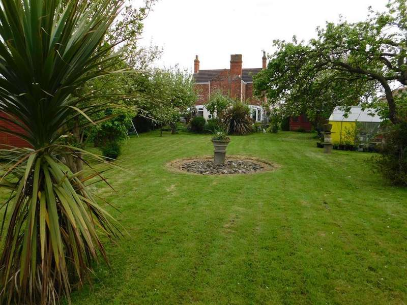 4 Bedrooms Detached House for sale in Church Lane, Winthorpe, Skegness, Lincs, PE25 1EW