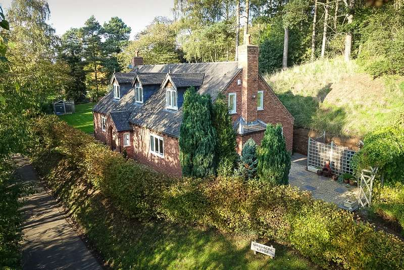 4 Bedrooms Detached House for sale in Woodacre Lodge, Ryton, Shifnal, Shropshire, TF11