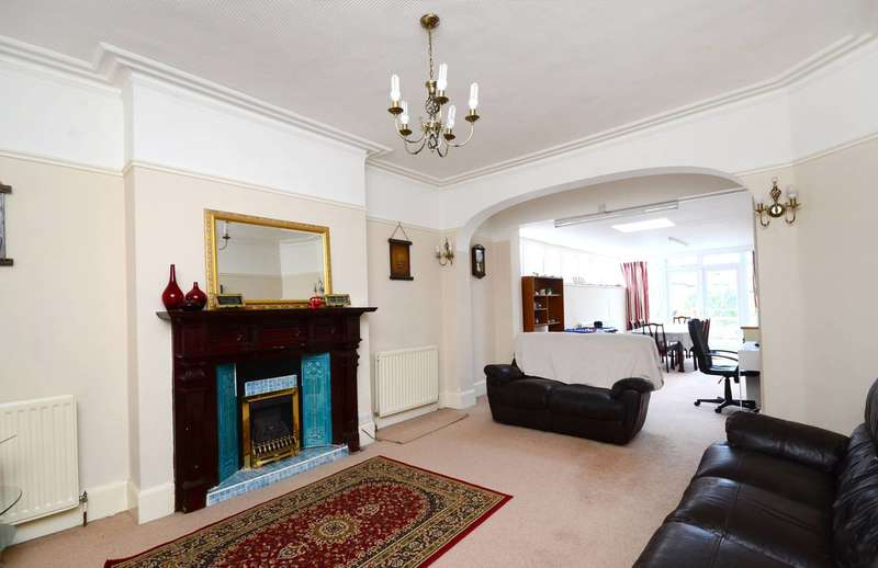 2 Bedrooms Flat for sale in Becmead Avenue, Streatham Hill, SW16