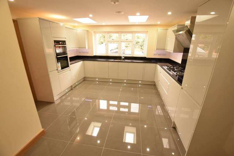 5 Bedrooms Detached House for sale in Park Walk, Purley On Thames, RG8