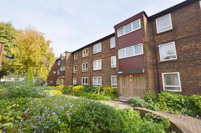 1 Bedroom Flat for sale in Renfrew Close, Beckton, London, E6 5PQ
