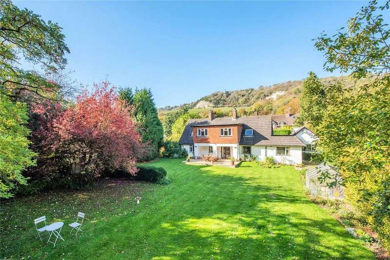 5 Bedrooms Detached House for sale in Pebblehill Road, Betchworth, Surrey, RH3