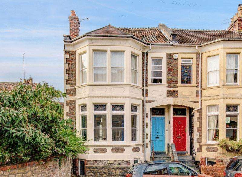 4 Bedrooms Terraced House for sale in Downfield Road, Clifton
