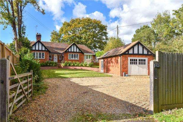 3 Bedrooms Bungalow for sale in Eversley Centre, Hook, Hampshire