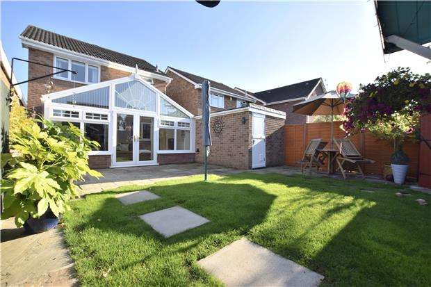 3 Bedrooms Detached House for sale in Pullin Court, North Common, BS30 8YL