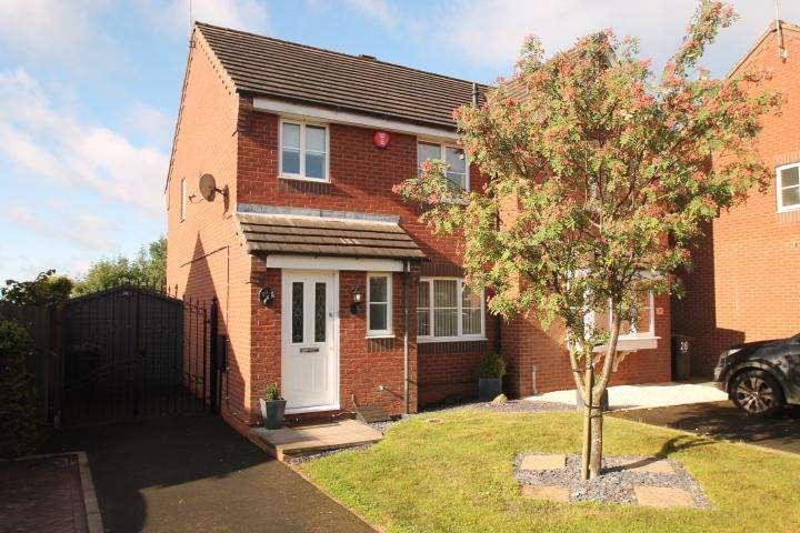 3 Bedrooms Semi Detached House for sale in Beaumaris Close, Richborough Estate, Dudley, DY1