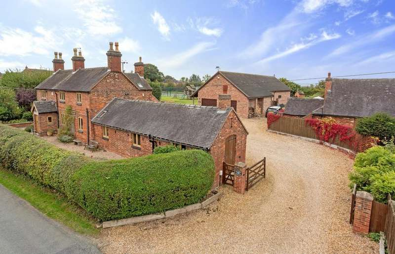 5 Bedrooms Detached House for sale in Broadmore Lane, Hixon, Stafford