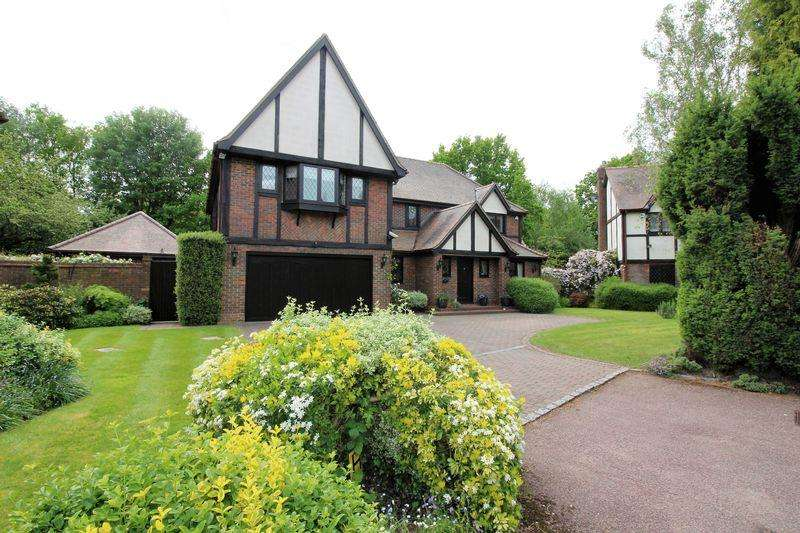 4 Bedrooms Detached House for sale in Carrington Close, Arkley, EN5