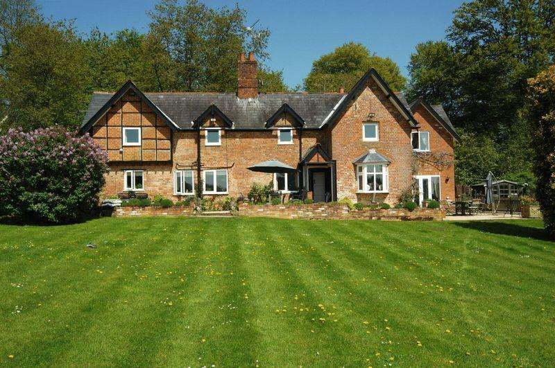 4 Bedrooms Detached House for sale in Moor Common