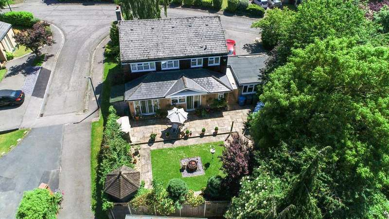 4 Bedrooms Detached House for sale in Talbots Drive, Maidenhead