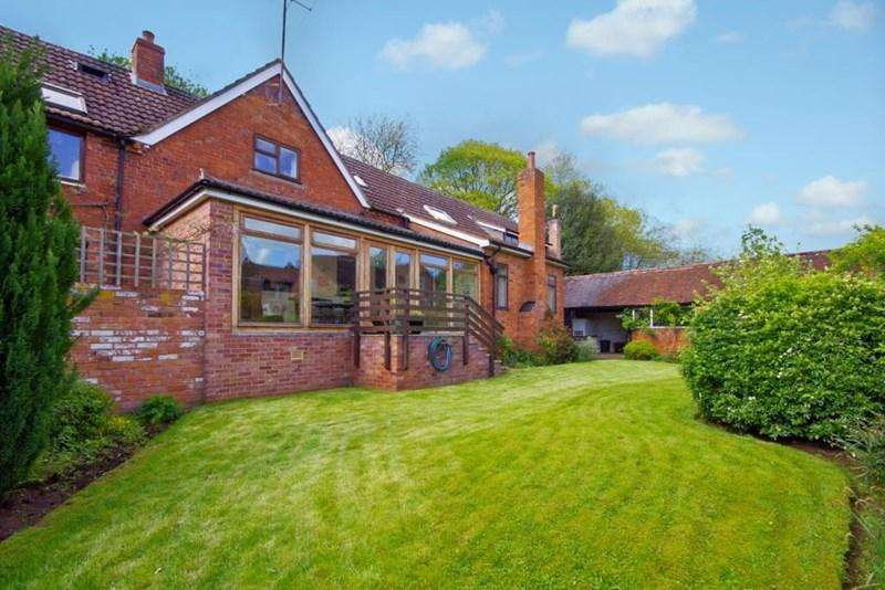 4 Bedrooms Country House Character Property for sale in Tewkesbury Road, Newent