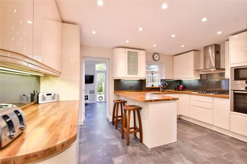 3 Bedrooms Terraced House for sale in Longmans Close, Watford, Hertfordshire, WD18