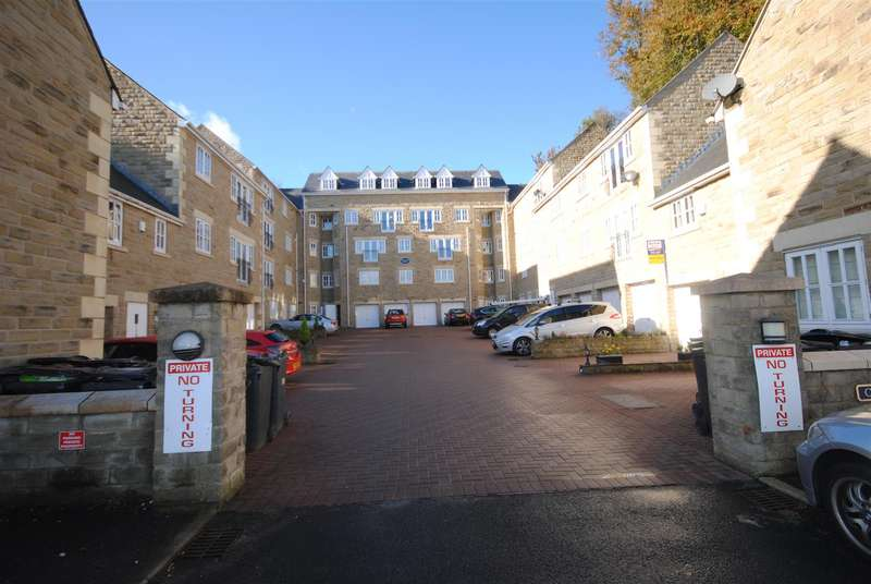 2 Bedrooms Flat for sale in Upholland House, Cinnamon Brow, Upholland, Skelmersdale