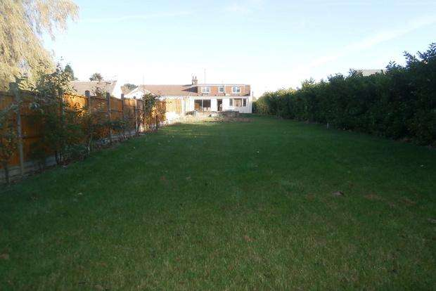 2 Bedrooms Bungalow for sale in Markfield Road, Groby, Leicester, LE6