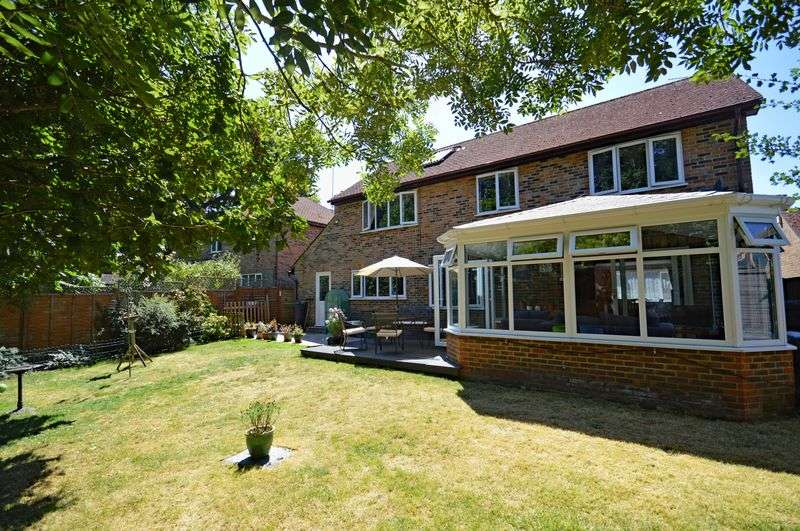 4 Bedrooms Property for sale in Buttercup Close, Lindford