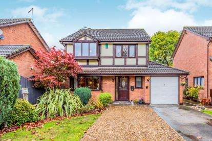 4 Bedrooms Detached House for sale in Firbeck Gardens, Crewe, Cheshire