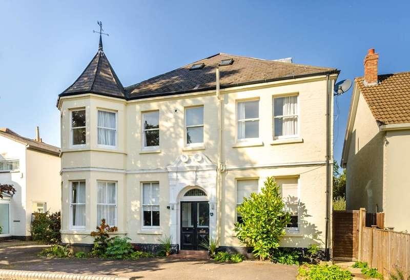 5 Bedrooms Detached House for sale in Scotts Lane, Shortlands, BR2