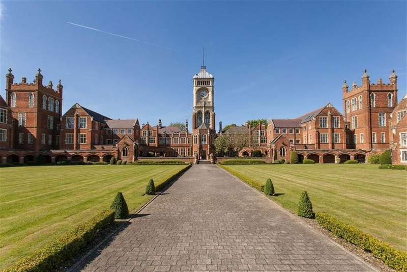 3 Bedrooms Town House for sale in Royal Connaught Park, Bushey, Hertfordshire