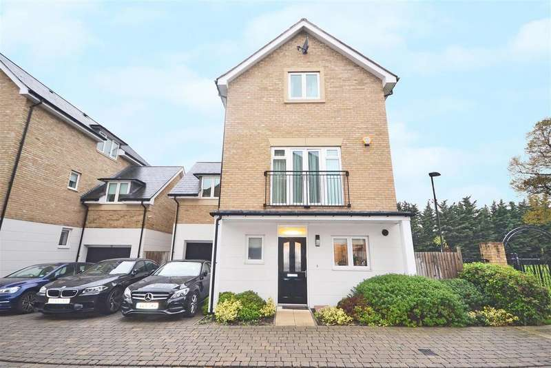 5 Bedrooms Detached House for sale in Marbaix Gardens, Isleworth