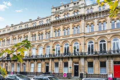 2 Bedrooms Flat for sale in Victoria Square, Bristol, Somerset