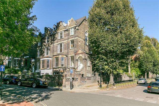 3 Bedrooms Flat for sale in Christchurch Hill, Hampstead