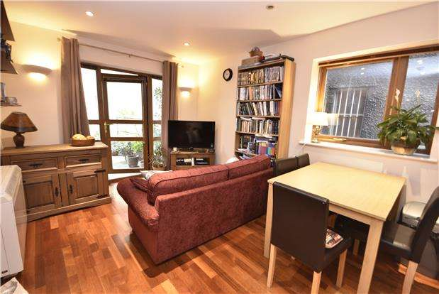1 Bedroom Flat for sale in Kings Court, Merrywood Road, Southville, Bristol, BS3 1DW