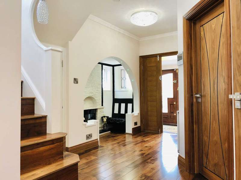 4 Bedrooms Detached House for sale in Sudbury Court Drive, Harrow On The Hill