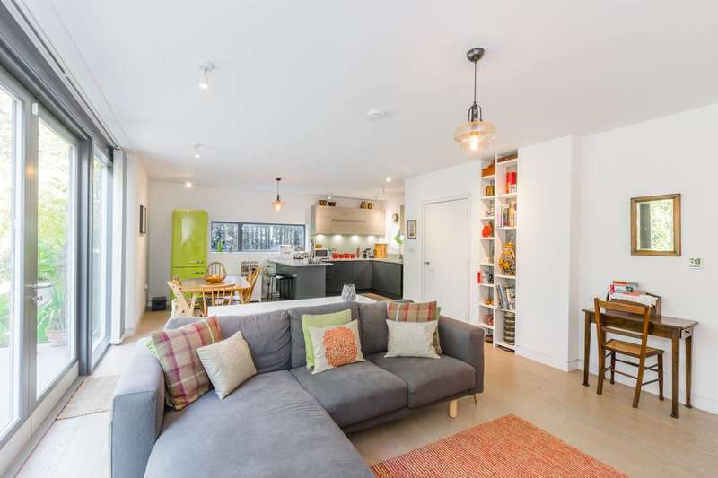 4 Bedrooms Detached House for sale in Winslow Place, Bounds Green, N22