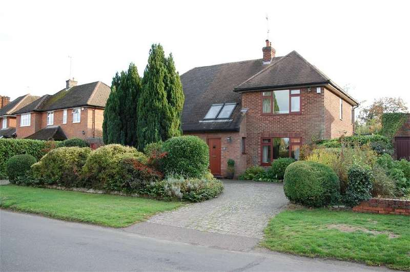 4 Bedrooms Detached House for sale in St Martins Road, Knebworth, SG3