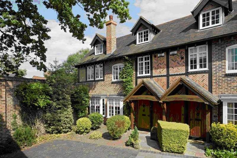 5 Bedrooms Semi Detached House for sale in The Courtyard, Bridge End , Warwick