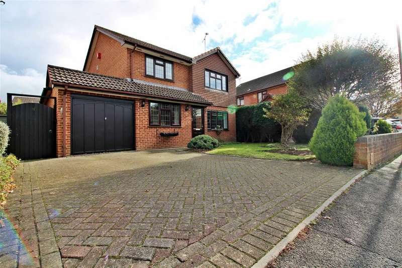4 Bedrooms Detached House for sale in Baverstock Road, Talbot Village, Poole