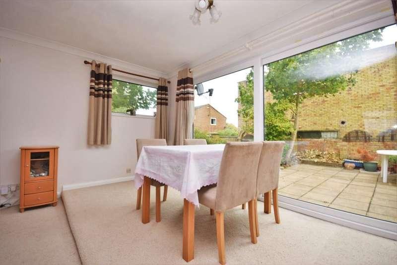 3 Bedrooms Bungalow for sale in Riverdene, Basingstoke, RG21