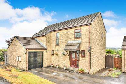 3 Bedrooms Detached House for sale in Alnwick Close, Burnley, Lancashire