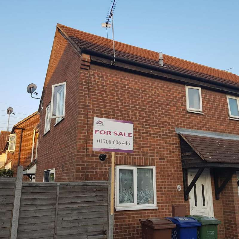 2 Bedrooms Semi Detached House for sale in Charlotte Place, West Thurrock RM20