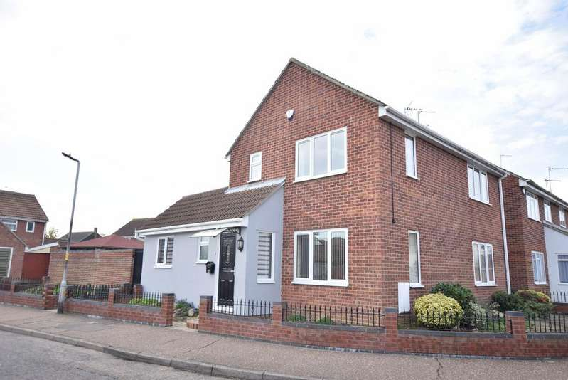3 Bedrooms Detached House for sale in Camellia Avenue, Clacton-on-Sea