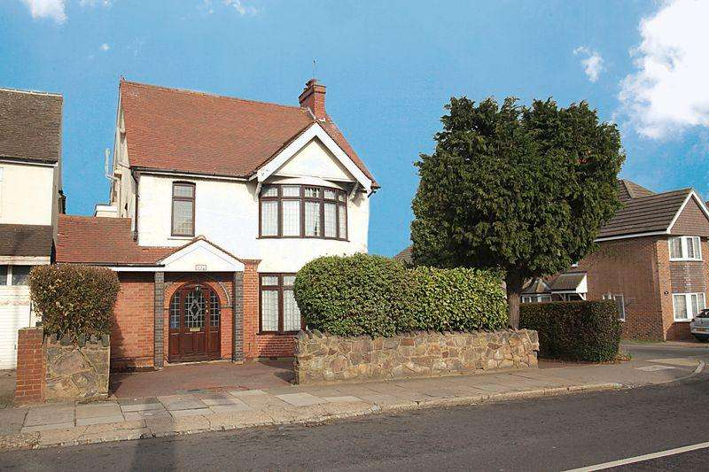3 Bedrooms Detached House for sale in **Coveted Denbigh High School Catchment Area**