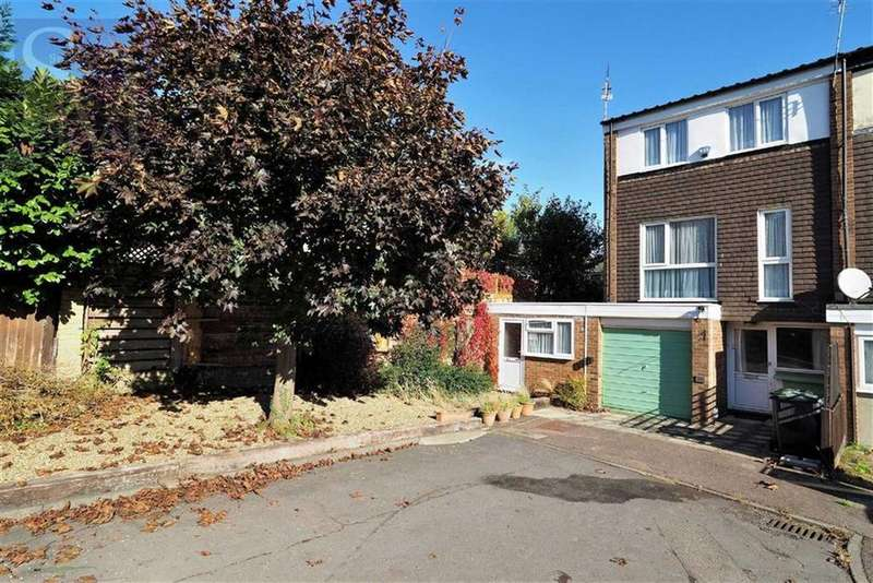 4 Bedrooms Terraced House for sale in Church Close, Loughton, Essex