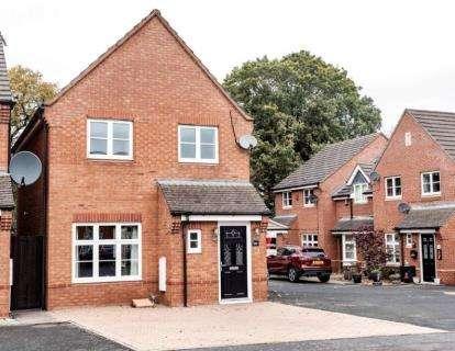 3 Bedrooms Detached House for sale in Wavers Marston, Marston Green, Birmingham, .