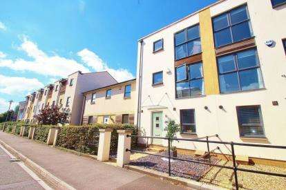 4 Bedrooms Terraced House for sale in Newfoundland Way, Portishead, Bristol
