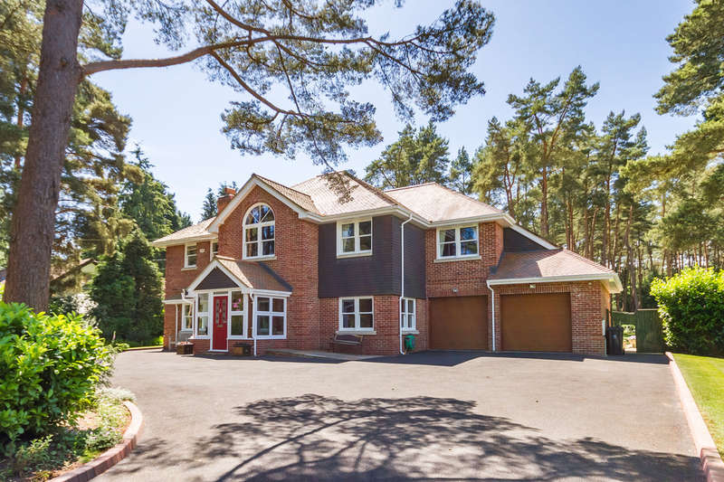5 Bedrooms Detached House for sale in Avon Castle, Ringwood, Hampshire