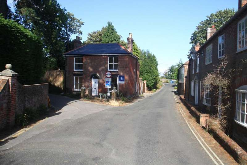 2 Bedrooms Detached House for sale in High Street, Old Bursledon SO31