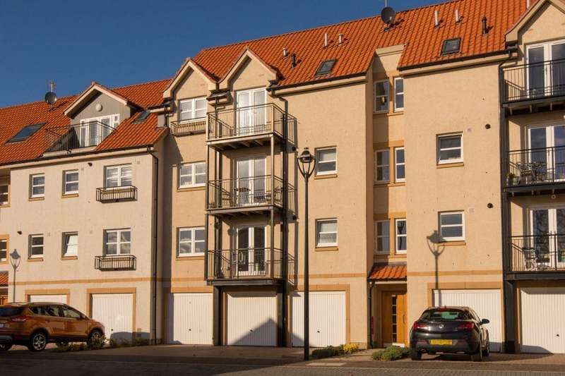 2 Bedrooms Flat for sale in 16 The Sycamores, Countess Crescent, Dunbar, EH42 1AF